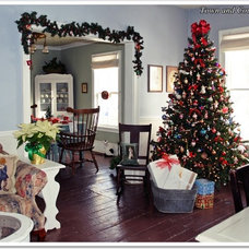 Traditional Dining Room Farmhouse Style Christmas Decor