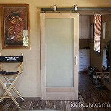 Modern Bedroom by Tad Jones, Architect