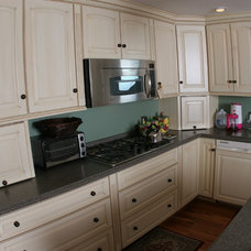 Traditional Kitchen by River Valley Cabinet Works
