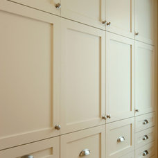 closet by Jennifer Brouwer (Jennifer Brouwer Design Inc)