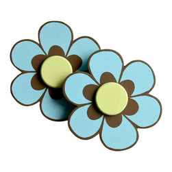 """Little Elephant Company - Sundea Daisy Quilt Clips set of 2 - Beautiful quilt clips that transform your treasured baby quilts and comforters into charming hanging artwork for your child's room.    Very easy to use.  ***    This listing is for a pair of daisy quilt clips. The 6 petal daisies are light blue with iron oxide accents and pale yellow centers.     These quilt clips are perfect for flower and garden themed bedding sets.    Each 6 petal daisy measures 3.13 in.    How many quilt clips do I need?  - For a quilt that is still stiff and new, you will only need 2 quilt clips for up to 36 inches wide. Many people will do 3 quilt clips just for the look, though. For a quilt that has been washed and is pliable, 2 clips will be sufficient for up to 36 inches, but you may want 3 clips to help keep the center from sagging. For a quilt 36 to 42 inches wide, use 3 to 4 clips. For a quilt 42 to 50 inches, use 4 to 5 clips.    How do the quilt clips work?  - The only hardware is needed is a long nail, approximately 1 1/2"""" to 2 1/2"""" in length.  - Measure how far apart you would like the clips to be.  - Decide how high on the wall they will be placed and mark your first spot. Using a level, measure out and mark the second spot.  - Place your nails into the wall at a 45 degree angle. IMPORTANT: If your nail is not at a 45 degree angle, the clip may slip off the nail.  - Clip the quilt and slide the back of the clip over the nail.    What are the clips made of?  - Designs are made of layered wood. A few of our designs also have layered felt.   - Clips on the back are a sturdy plastic so as not to damage your fabric."""