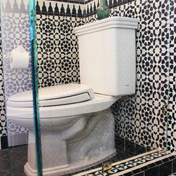 Beachwood Bathroom - Tile products in toilet area by Le Mosaiste. Products shown: Pasha mosaic main pattern, Suma and Zafir mosaic borders in all black and white, and black cement tiles on the main floor.