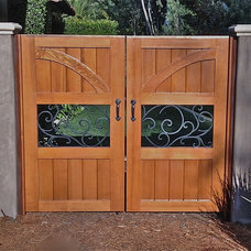 Modern Home Fencing And Gates by SD Independent Construction
