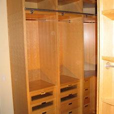 Modern Closet Organizers by Swiss Touch Construction Ltd