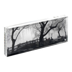 Canetti - Original Panoramic Magnet Frame - Let your favorite panorama speak for itself when you display it in this panoramic magnet frame. Held together by tiny magnets, two clear panels securely hold your image for an effortless presentation.