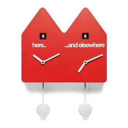 Progetti - DoubleQ 1815 Red Wall Clock - What time is it? And in Miami? Barcelona? Tokyo? Double q satisfies the desire to always know the time of your favorite city in the world. It 'a cuckoo clock consists of two townhouses with bird and pendulum for two different times. Here ... and elsewhere. Double q is included in the permanent exhibition of the Deutsches Uhrenmuseum, historical German Clock Museum, which is important for its large collection of clocks and cuckoo from all over the world. Cuckoo clock made in wood. Battery quartz movements. The Cuckoo strike is switched off automatically during the night controlled by a light sensor.