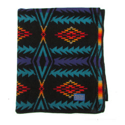 Pendleton - Consigned Old Pendleton Beaver State Throw w/ Reversible Pattern - Pendleton wool jacquard blanket with black wool bound edge and reversible pattern.