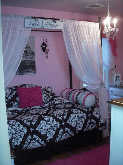 Modern Bedroom by Hydrangea Home