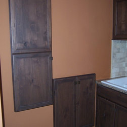 Laundry Room - Bertch Legacy Division / Savannah Door Style / Rustic Alder Wood / Mocha Stain / Matte Finish / Installation by Fran Pantzar