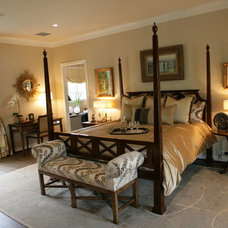 Traditional  by Reaume Construction & Design