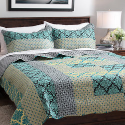 None - Slumber Shop Vanessa 3-piece Reversible Quilt Set - Available in over 30 styles,this beautiful comforter set by Slumber Shop is sure to complement your decor. Made of quality materials,this bedding is as comfortable as it is stylish.