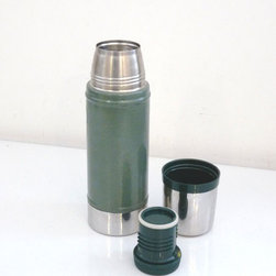 Stanley Thermos - My new favorite webshops are inspired by old-school general stores, which sell practical goods (that look good, too.) Here's a handy green Thermos that would be great to have on hand for a picnic.