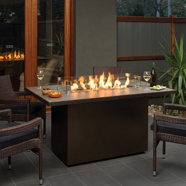 Regency Plateau Island Firetable - Regency brings a fresh modern look to outdoor living spaces with the Regency Plateau™ Island fire table. Ideal for entertaining, the linear design of the Plateau leaves plenty of room for family and friends to gather around.