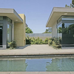 CONTEMPORARY HOME-2 SOLANA BEACH CALIFORNIA - Contemporary corner glazing, Fleetwood glazing system with top transom.  Swimming pool and spa in courtyard.  Design by San Diego architect Ted Schultz.
