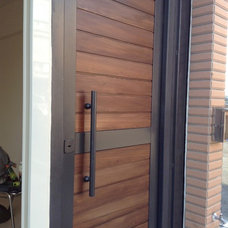 modern front doors by YI CHENG DOORS CO., LTD