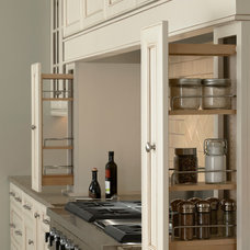 Traditional  by Mid Continent Cabinetry