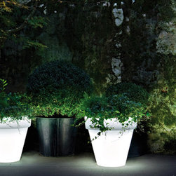 Vas Outdoor Illuminated Planters with Light - Vas Outdoor Illuminated Planters with Light by Serralunga. Available in a version with a fitted light with either an energy-saving bulb or an LED RGB system. The pot is made from linear low-density polyethylene achieved by rotational moulding. Opaline diffuser with UV protection, 100% recyclable, spun-dyed. High degree of mechanical strength. Vas Outdoor Illuminated Planter with Light by Serralunga are designed by Luisa Bocchietto.