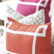 Eclectic Decorative Pillows by 3.bp.blogspot.com