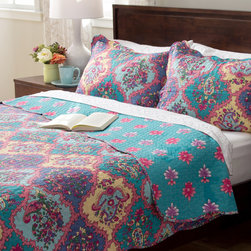 None - Slumber Shop Isabella 3-piece Reversible Quilt Set - Stay warm this winter while adding a contemporary look to your home with this versatile quilt. This beautiful paisley patterned quilt is stylish as well as comfortable.