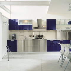 modern kitchen by European Cabinets & Design Studios
