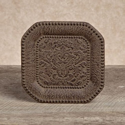 GG Collection Small Versailles Metal Chargers - Set of 4 - This Gerson GG Collection Gracious Goods Small Versailles Metal Chargers – Set of 4 is part of Gerson's GG collection, designed to bring an Old-World look to kitchen, tabletop, and serving pieces of casually elegant metal. Sized for saucers and small dishes, these cast aluminum underplates feature an intricate central motif and border design inspired by the historic luxuries of Versailles.