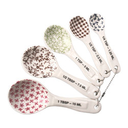 Magenta - Measuring Spoons, Set of 5 - Bring extra charm to the kitchen with this set of 5 stoneware measuring spoons designed by Rae Dunn, patterned with vintage European prints.