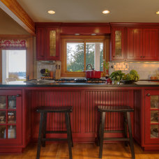 Traditional Kitchen by Alicia Interiors