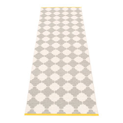 Pappelina - Pappelina Marre Plastic Runner, Warm Grey - This  rug from Pappelina, Sweden, uses PVC-plastic and polyester-warp to give it ultimate durability and clean-ability. Great for decks, bathrooms, kitchens and kid's rooms. Turn the rug over and the colors will be reversed!