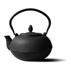 Old Dutch - Cast Iron 3-liter 'Hakone' Teapot/ Wood Stove Humidifier - This traditional tetsubin-style 'Hakone' cast iron teapot features a 3-liter capacity and enamel lined interior for rust-resistant easy cleaning. Inspired by highly prized Japanese antique teapots,this matte black teapot is perfect for the tea lover.