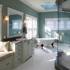 Traditional Bathroom by DaVinci Floors & Granite
