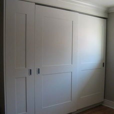 Traditional  by NEXS Cabinets Inc.