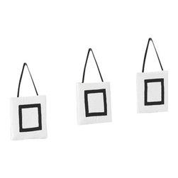 Sweet Jojo Designs - Hotel White & Black 3-Piece Wall Dcor by Sweet Jojo Designs - The Hotel White & Black 3-Piece Wall Dcor by Sweet Jojo Designs, along with the  bedding accessories.