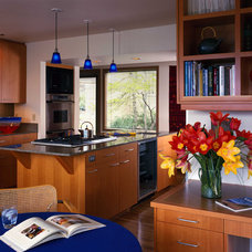 Traditional Kitchen by Lawrence Architecture