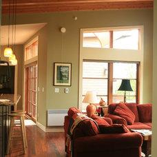 Traditional Living Room by Banyon Tree Design Studio