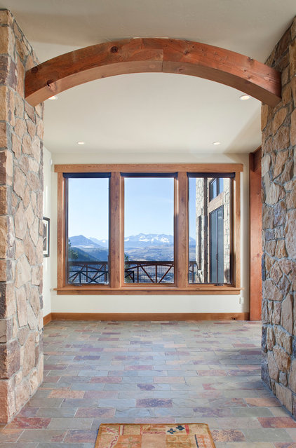 Traditional  by Centre Sky Architecture Ltd