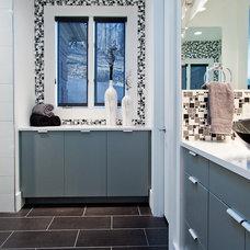 Contemporary Bathroom by Atmosphere 360 Studio