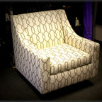 Oversized Chair - Modern over sized chair, base allows the chair to turn 360!