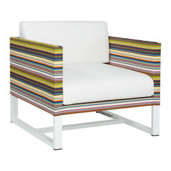 Mamagreen - Stripe 1-Seater Sofa - The Stripe 1-Seater Sofa combines highly weather resistant powder coated aluminum with durable textile. Displaying intelligent design, Stripe Sofa is true outdoor luxury. Available in a variety of mesh colors.