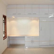 Modern Bedroom by Godel Brick