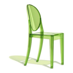 Kartell - Victoria Ghost Chairs, Transparent Green, Set of 2 - Lighten up your look with this modern interpretation of a classic Louis XV chair. The medallion-shaped backrest and linear seat are cast in clear polycarbonate, giving it a transparent, almost ghost-like appearance. It's a sleek, sophisticated seating option that sits well in practically any setting — indoors or out.