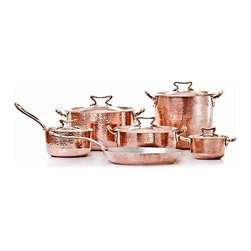 Amoretti Bros. - Amoretti Brothers copper cookware set of 11 - Standard lid. - Amoretti Brothers Copper 11-piece Cookware Set contains the following items: 1.3 Qt. Sauce pan with lid 4.4 Qt. Sauté pan with lid 5.7 Qt. Sauce pan with lid 9 inch Frying pan, 10 Qt. Stockpot and a 2.8 Qt Saucepan with long handle. Standard Lid. Hand forged.