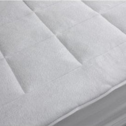 Rio Home Fashions Microplush Mattress Pad - The Rio Home Fashions Microplush Mattress Pad will have you sleeping like a baby in no time. If like the idea of a cushy bed, but need a firm mattress to support for your back – this mattress pad creates the perfect solution. The microplush mattress is generously filled with polyester fiberfill to create a puffy cloud of softness. The box stitching keeps the stuffing evenly dispersed, and you can machine wash and dry it for easy maintenance.