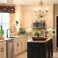Traditional Kitchen by DecRenew Interiors