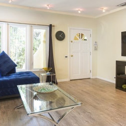 Faye Dunaway's Hollywood Home Window Remodel - http://www.zillow.com/blog/author/emilyheffter/
