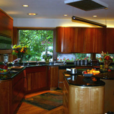 Modern Kitchen by Performance Kitchens & Home