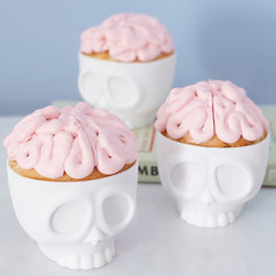 Baking on the Brain Cupcake Molds - OK, these cupcake holders just make me giggle — especially with that perfect brainy-pink frosting.