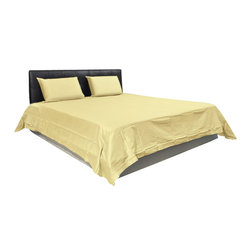AVEREST LINENS - 300 Thread Count Solid Sheet Set in Cal King Size - 100% Egyptian Cotton, Beige - Wrap yourself in these 100% Egyptian Cotton Luxurious bedding items that are truly worthy of a classy elegant suite. Comfort, quality and opulence set our Luxury Bedding in a class above the rest. Elegant yet durable, their softness is enhanced with each washing. You will relax and enjoy the rich, soft and luxurious feeling of cotton Sheet Set.