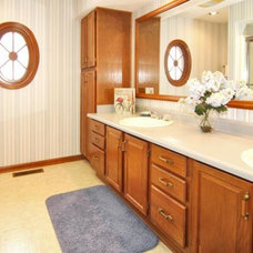 Traditional Bathroom by Home Matters Home Staging & Redesign