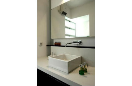 modern bathroom by Axelrod Architects