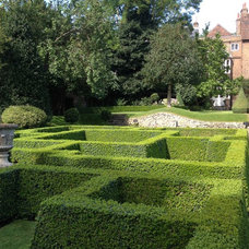 Restoration House, Rochester, England  Topiary parterre